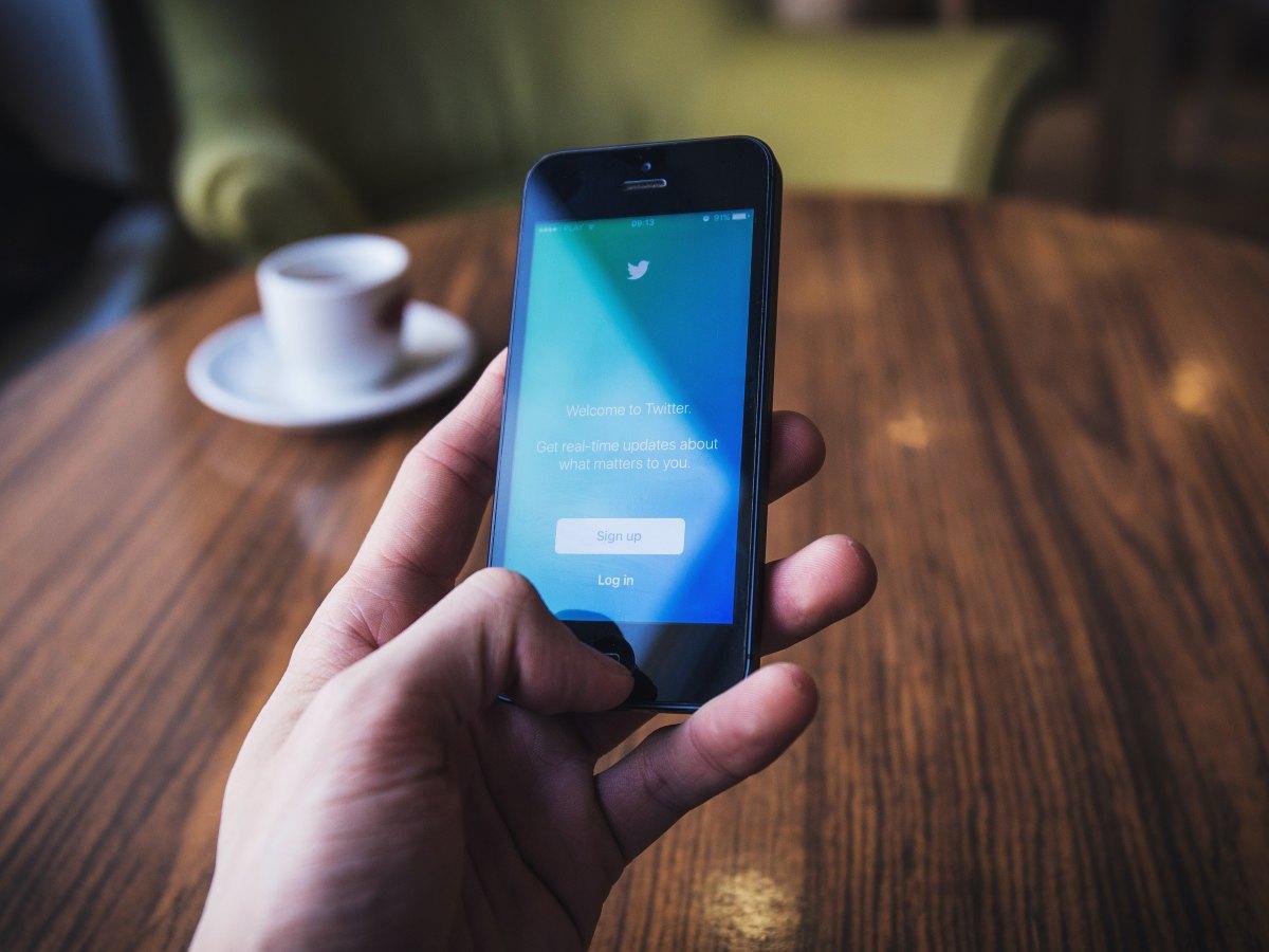Twitter on-boarding screen